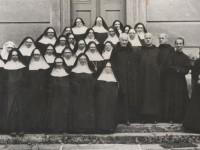 Po przyjeździe do Krzeszowa siostry zastały tu jeszcze kilku benedyktynów, którzy wkrótce wyjechali na Zachód